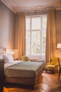 you cant sleep cheaper and better in any other hotel in Charlottenburg - Les Chambres