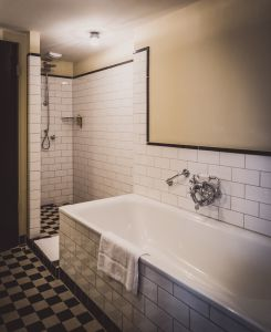 A Hotel room with bathtub and shower - XL-Studio
