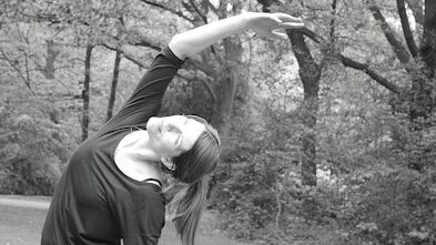HENRI's Friend: Anja Beyer - Yoga in the backyard