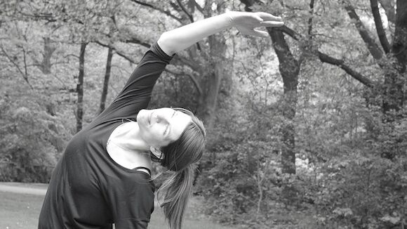 HENRI's Friend: Anja Beyer - Yoga im Hinterhof